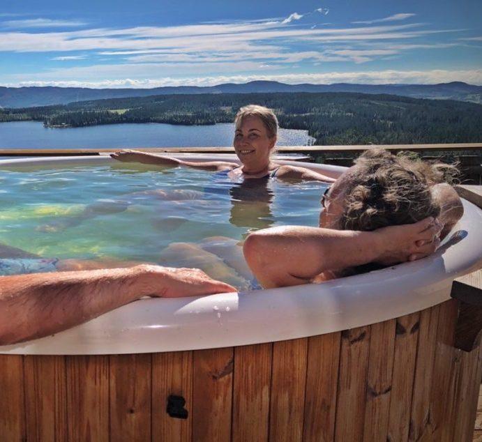 Bruk av badestampen en sommerdag