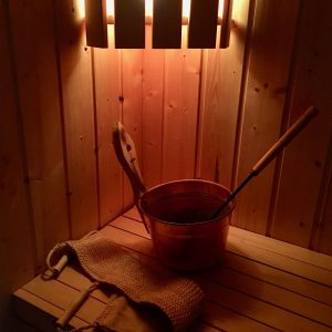 Bøtte og skrubb inne i badstue