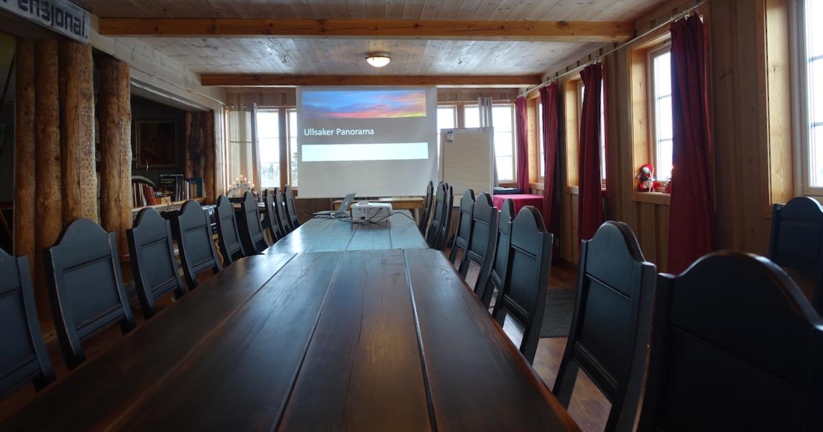 Møterommet i Storstua på Ullsaker kan romme inntil 40 personer for effektive møter