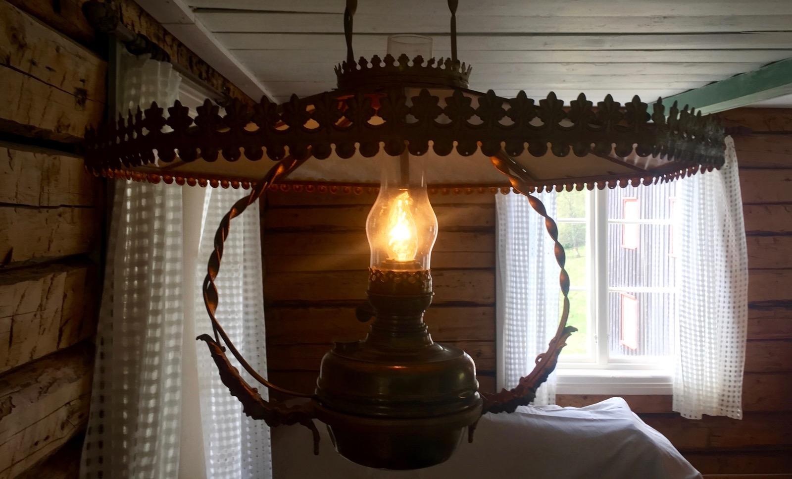 Gammel lampe i taket på Jegerloftet