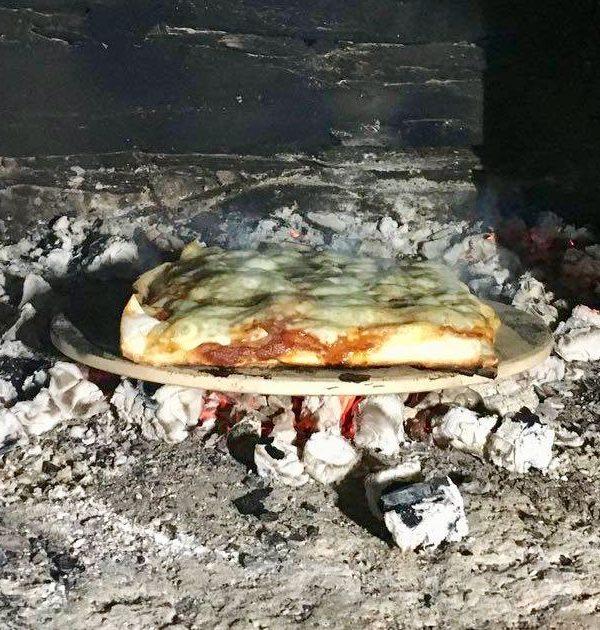 Pizzabaking i den gamle steinovnen
