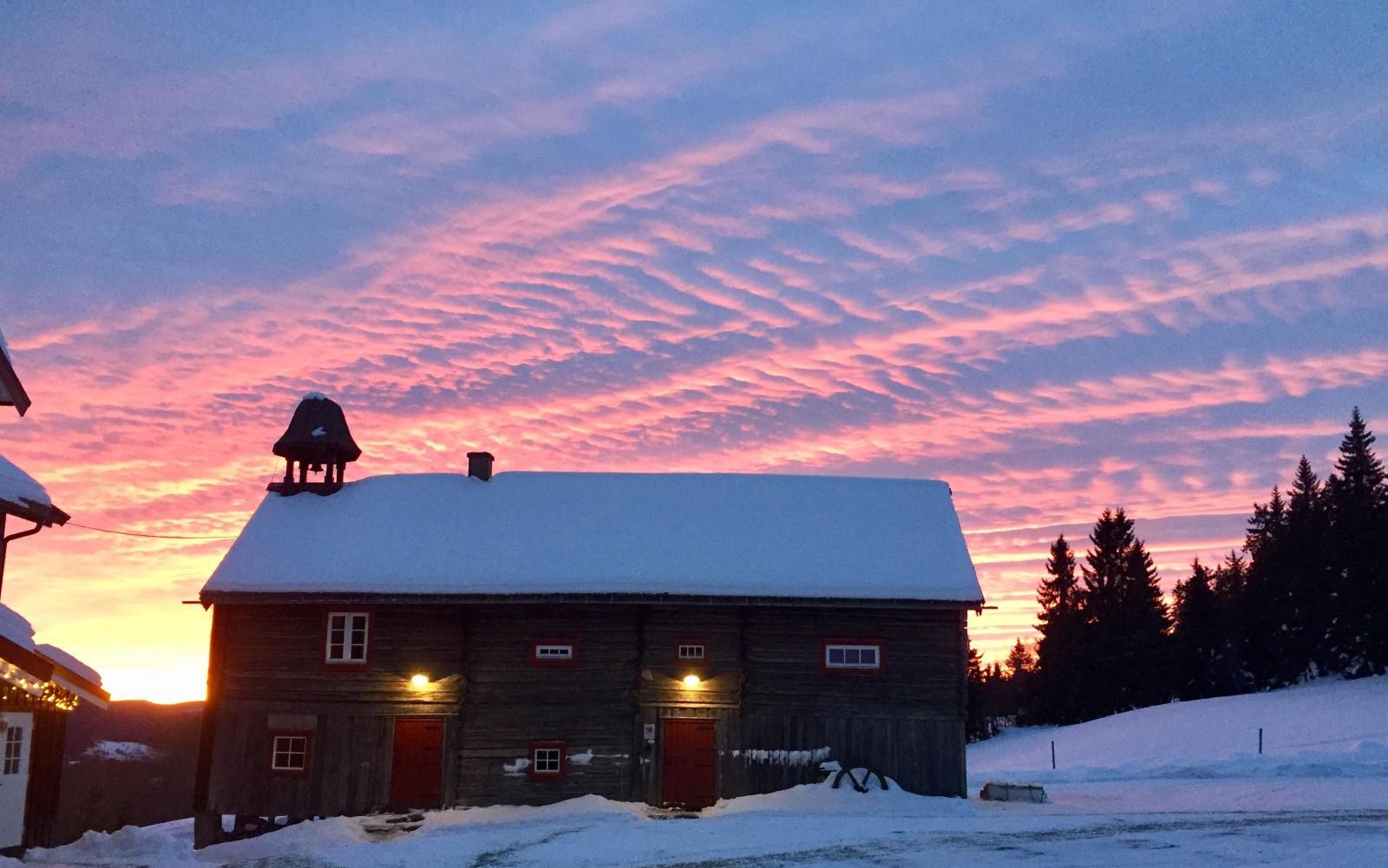 Spektakulær kveldshimmel ved utleie hytte Stabburet Ullsaker Panorama